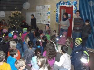 Kinder der Grundschule Marienthal bei Adventssingen